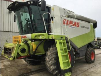 CLAAS LEXION 520 - combine harvester
