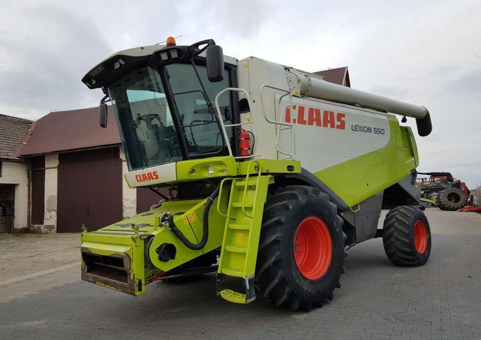 combine harvester Claas Lexion 550