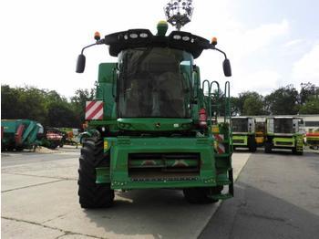 Combine harvester John Deere W550