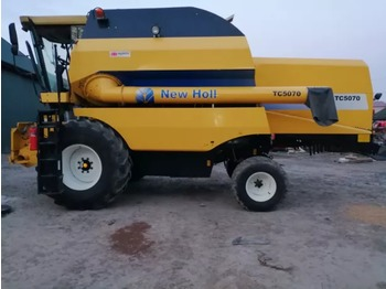 NEW HOLLAND TC 5070 - combine harvester