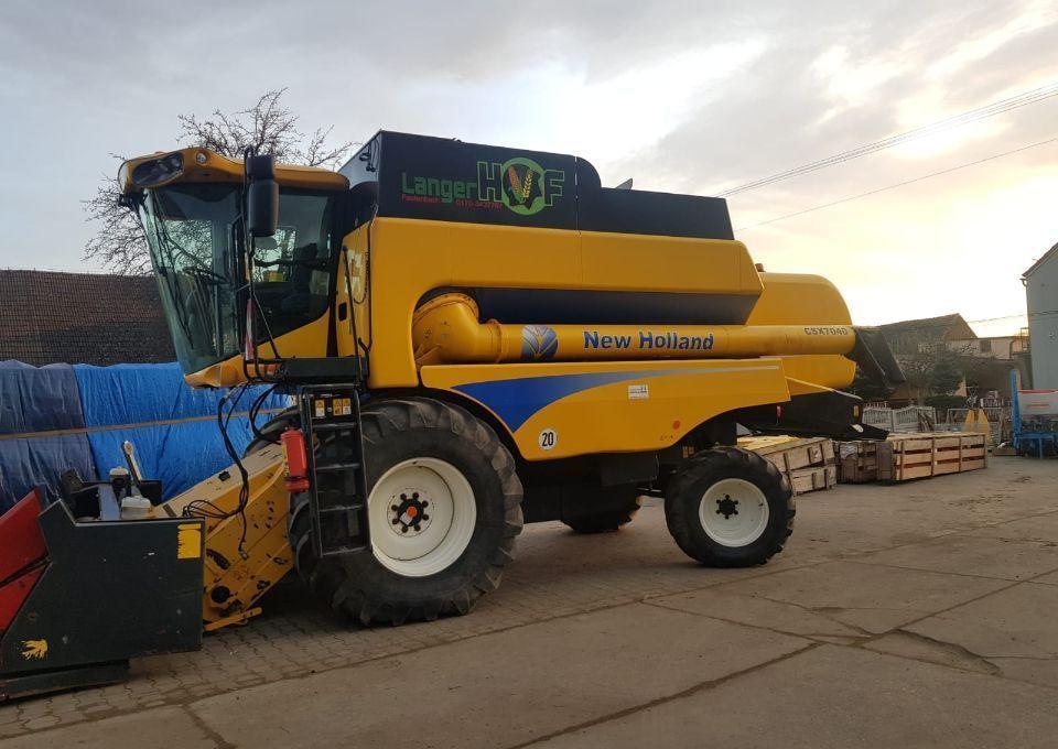 combine harvester New Holland CSX 7040 CS