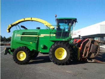 John Deere 7250 - forage harvester