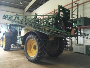 John Deere 732 - trailed sprayer