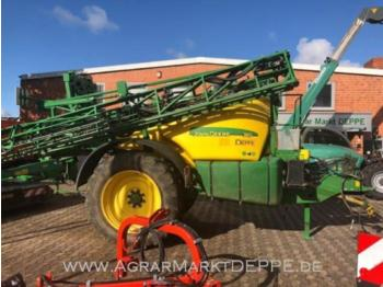 John Deere 740 - trailed sprayer