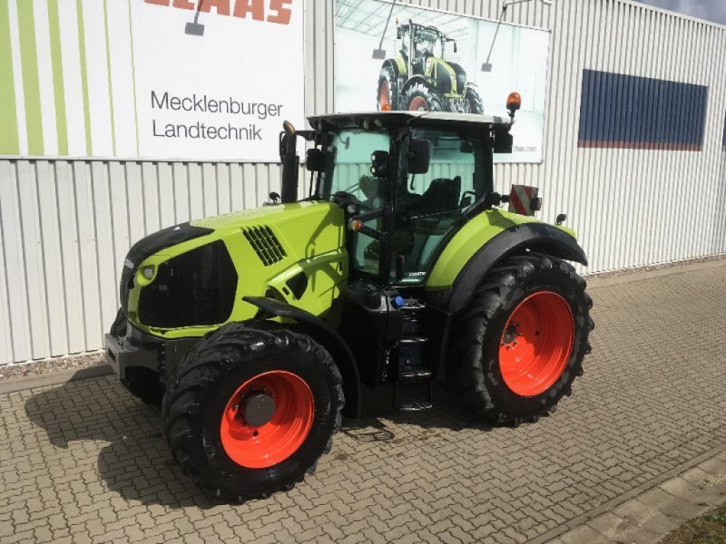 wheel tractor CLAAS Axion 810 Cmatic