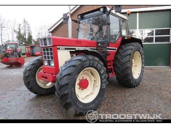 International 955 - wheel tractor