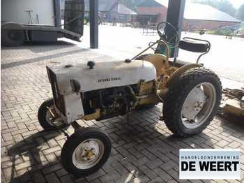 Wheel tractor International industrie , oldtimer , maaier