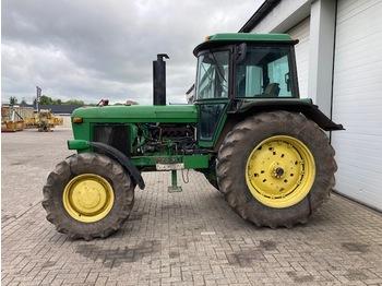 John Deere 4040 - wheel tractor
