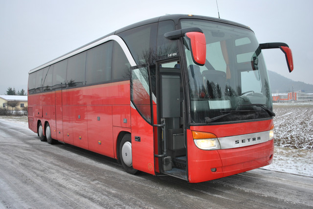 Setra s 417 3 hdh neuteile f r coach from for Couch 700 euro