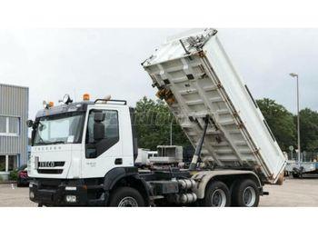 Caminhão basculante IVECO Trakker 450