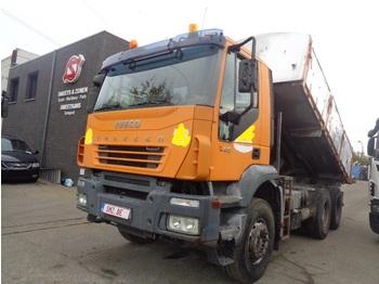 Caminhão basculante Iveco Trakker 440