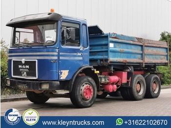 Camion benne MAN 26.320
