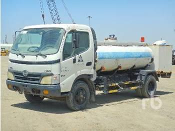HINO 711 300 4x2 - camion citerne