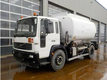 Volvo 4x2 12,500 Litre Fuel Tanker, Reverse Camera ( Registration Documents Are Not Available) - camion citerne