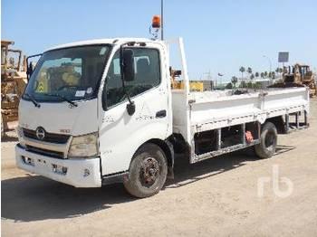 HINO 711 300 4x2 - camion plateau ridelle