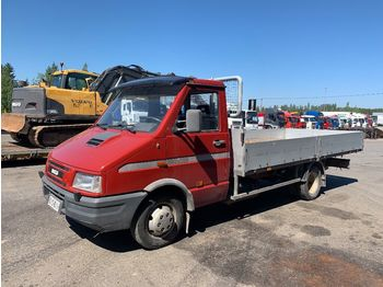 IVECO 40E10 - camion plateau ridelle