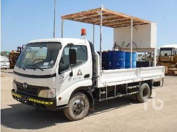 HINO 711 300 4x2 - camion