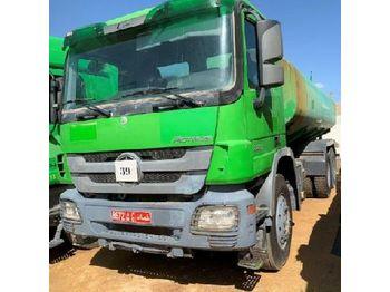 Ciężarówka cysterna Mercedes Actros 3331