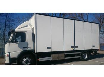 Volvo FM300  - ciężarówka furgon