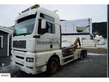 Ciężarówka hakowiec MAN TGA 26.480