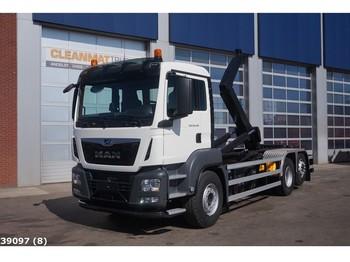 Ciężarówka hakowiec MAN TGS 26.420