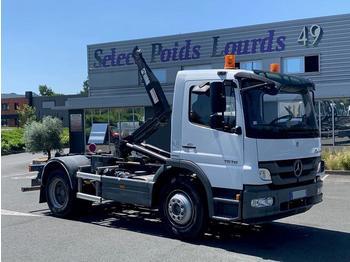 Mercedes Atego 1518 - ciężarówka hakowiec
