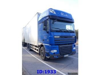 Ciężarówka izotermiczna DAF XF105.460 6x2 Manual: zdjęcie 1