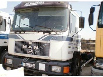 Ciężarówka kontenerowiec/ system wymienny MAN F2000