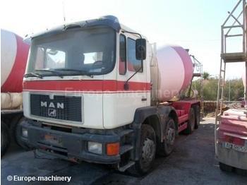 MAN 32322 - concrete mixer