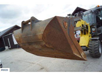 Hardlife cleaning bucket for 15-18 tons machine. Little used - construction equipment