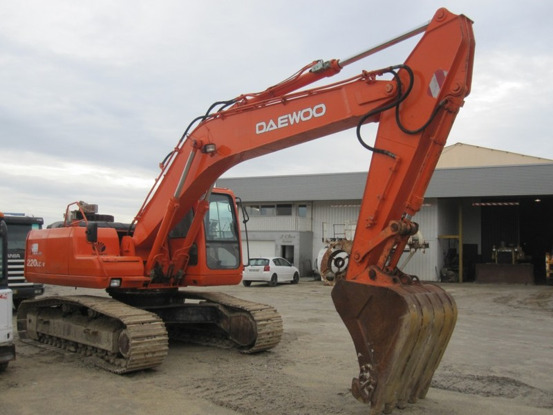 DAEWOO 220 LC-V crawler excavator from Portugal for sale at Truck1