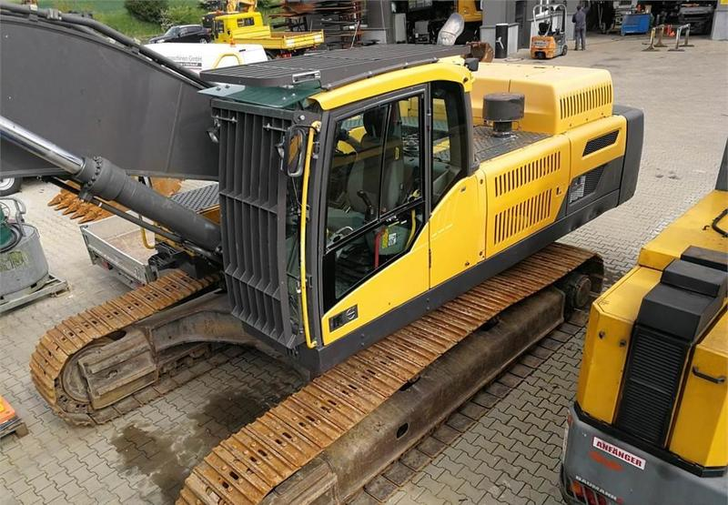 Volvo EC 480 DL crawler excavator from Switzerland for sale