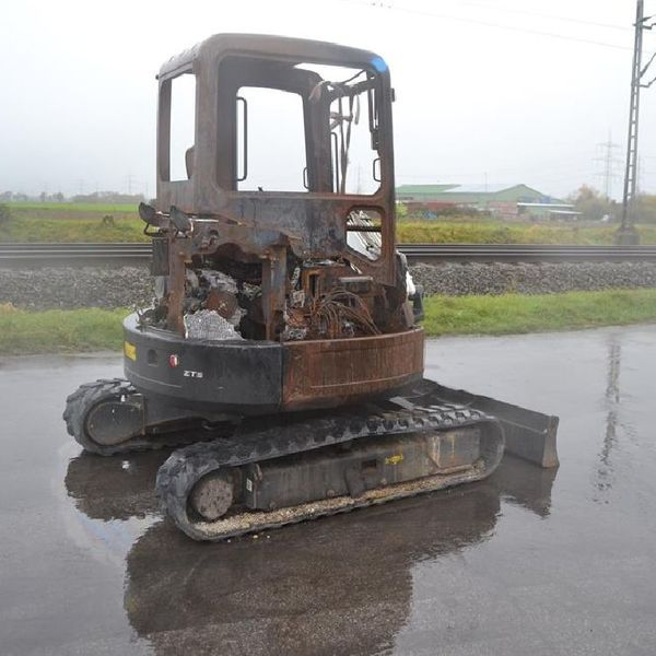 2011 bobcat e35 em rubber tracks  blade  offset  cv  piped  fire damaged
