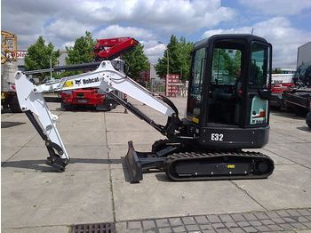 Mini excavator BOBCAT E32