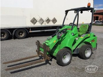 Avant 420 Compact Loader with telescopic boom and equipment - skid steer loader