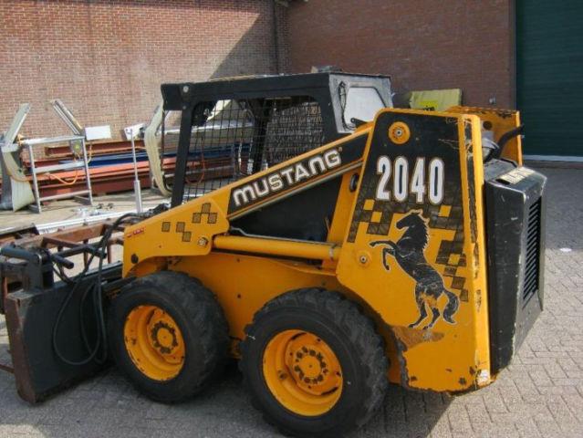 Skid steer loader Bobcat Mustang 2040 - Truck1 ID: 1722733
