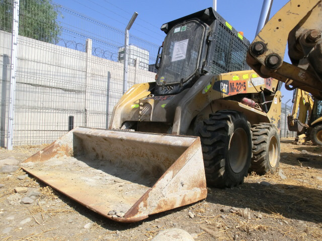 CAT 252B3 skid steer loader from Chile for sale at Truck1