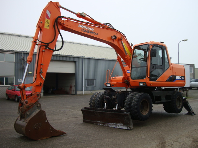 DAEWOO S 160 W-V wheel excavator from Netherlands for sale at Truck1