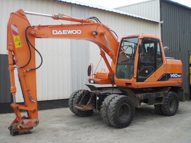 Daewoo Solar 140 W-V wheel excavator from Belgium for sale at Truck1
