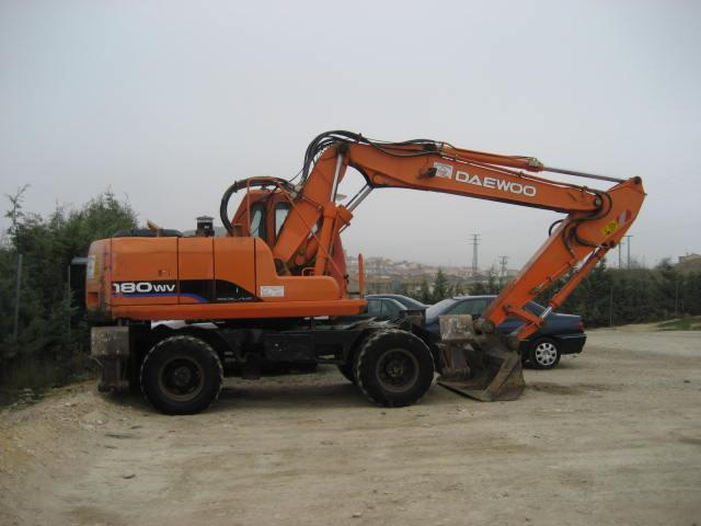 Daewoo Solar 180 W wheel excavator from Spain for sale at Truck1, ID