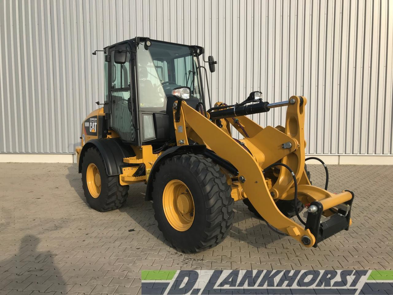 wheel loader Caterpillar 908 M