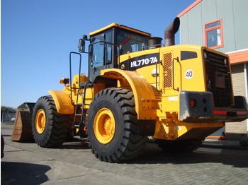 Wheel loader HYUNDAI HL770-7A: picture 1