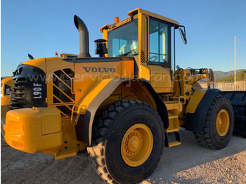 VOLVO L 90 F - wheel loader