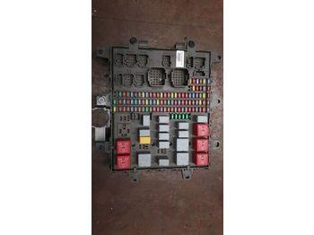 Bezpiecznik RENAULT /Central fuse box 7421464562 7421169993 7421079590