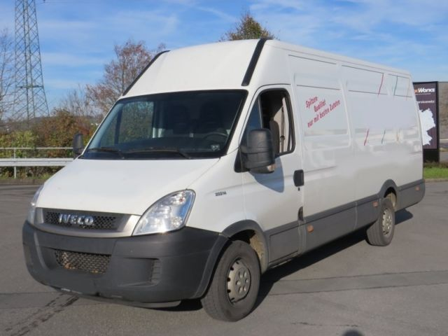 iveco daily 35 s 14 maxi klima 3 sitzer closed box delivery van from germany for sale at. Black Bedroom Furniture Sets. Home Design Ideas