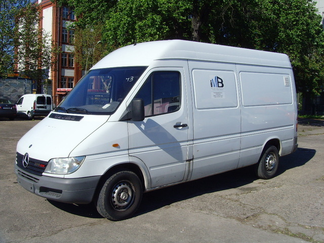 mercedes benz sprinter 211cdi hoch lang closed box. Black Bedroom Furniture Sets. Home Design Ideas