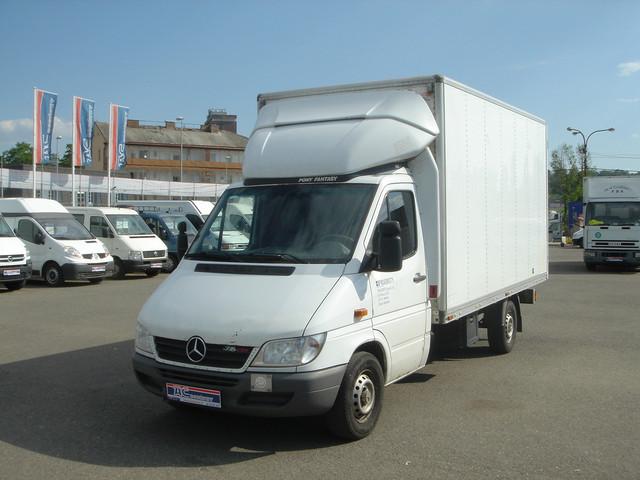 closed box delivery van mercedes benz sprinter 316 cdi. Black Bedroom Furniture Sets. Home Design Ideas