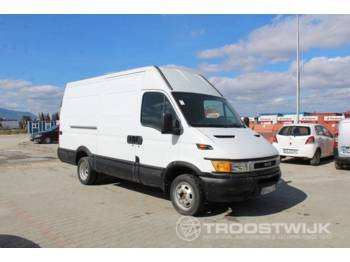 Closed box van Iveco 35C10 Daily