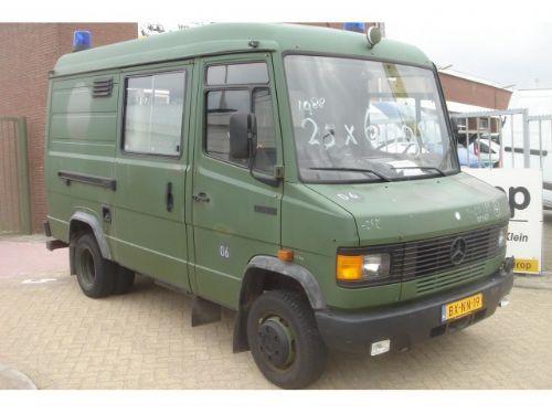 Mercedes benz 609d ambulance nieuwstaat closed box van for Mercedes benz box truck for sale