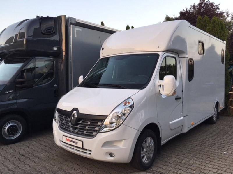 e070a92c44 New Renault Master Pferdetransporter 5-Sitzer closed box van for ...